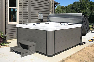 Pros and Cons of Outdoor Hot Tubs